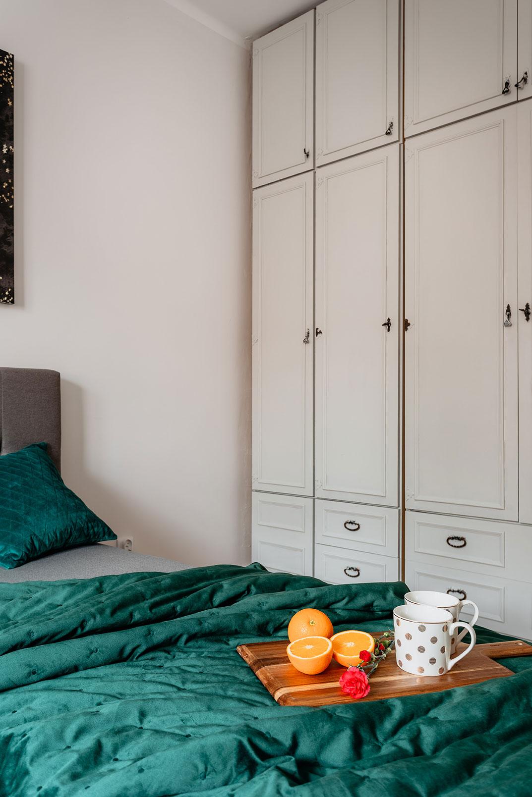 Zabudowa w sypialni - projekt mieszkania na wynajem w Olsztynie